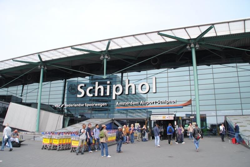 El aeropuerto de Ámsterdam suspende 100 vuelos por una fuerte tormenta