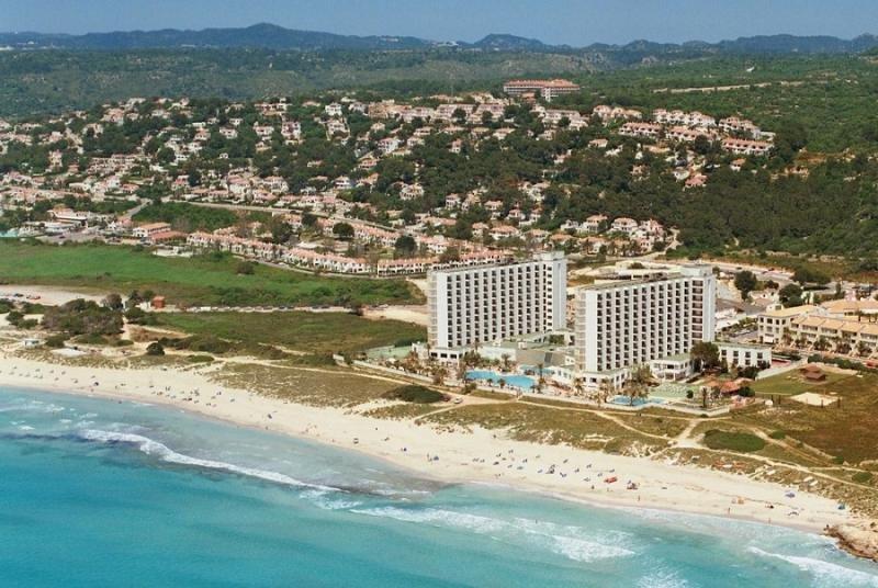 Meliá salva el penúltimo escollo para reformar dos hoteles en Menorca