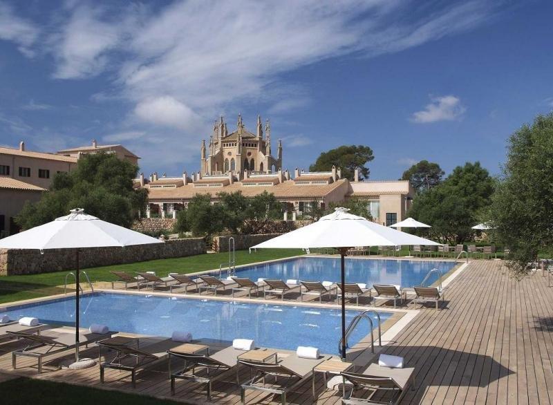 Blackstone ha protagonizado la operación clave de un año récord en inversión hotelera con la compra de la cartera de HI Partners por 630 millones de euros.