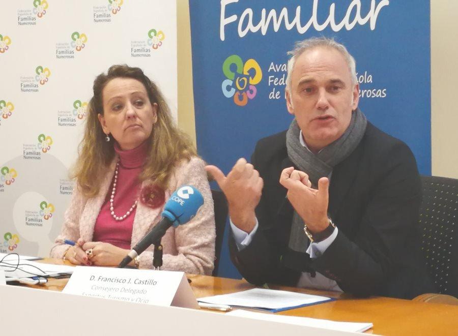 Eva Holgado, presidenta de la FEFN, y Francisco J. Castillo, consejero delegado de DNA Expertus.