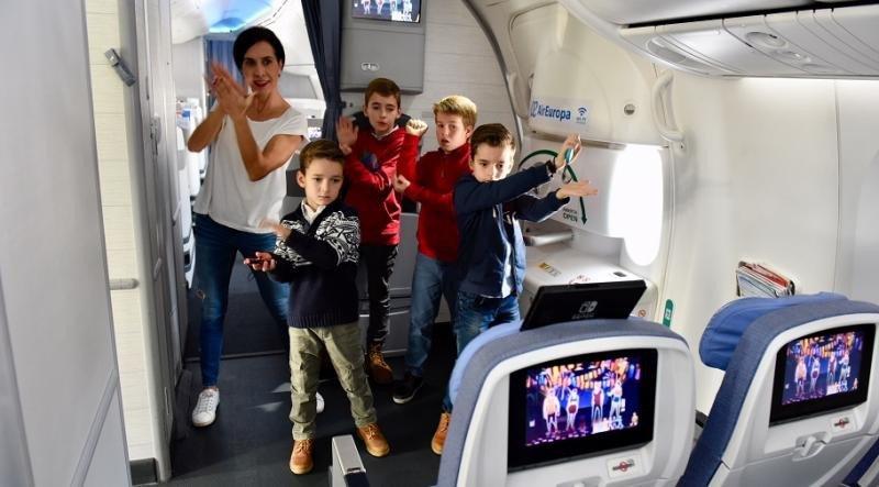 Una aerolínea española pone a bailar a sus pasajeros a 9.000 m de altura