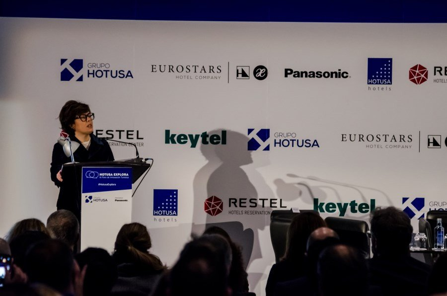 La vicepresidente del Gobierno Soraya, Sáenz de Santamaría, en la apertura del foro Hotusa Explora.