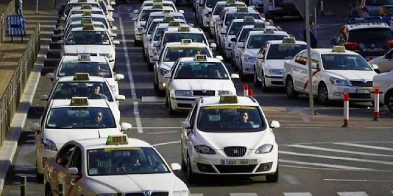 El sector del taxi calcula las pérdidas por el intrusismo en 50 M € al año