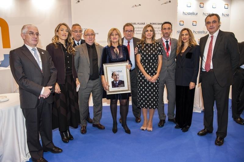 La familia de Pablo Piñero con los miembros del jurado y Manuel Butler.