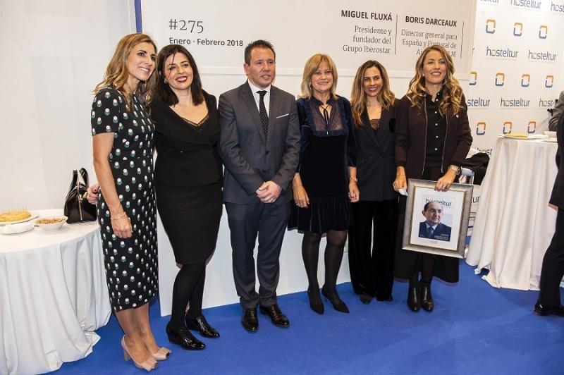 El calcalde de Mula y la concejala presidenta de Turismo quisieron compartir el momento con la familia Piñero.