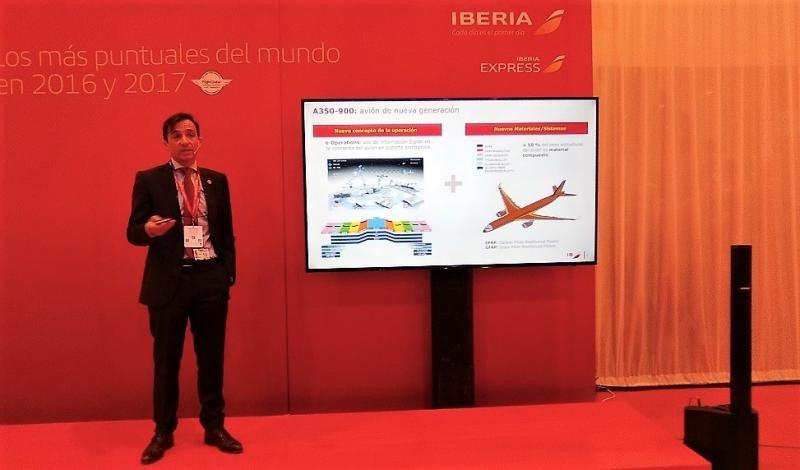 El director de Producción de Iberia, Rafael Jiménez Hoyos, explica los alcances y mejoras del nuevo A350-900.