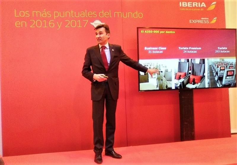El director comercial de Iberia, Marco Sansavini, informa sobre la snuevas dotaciones en las cabinas Business, Eonomy Premium y Economy.