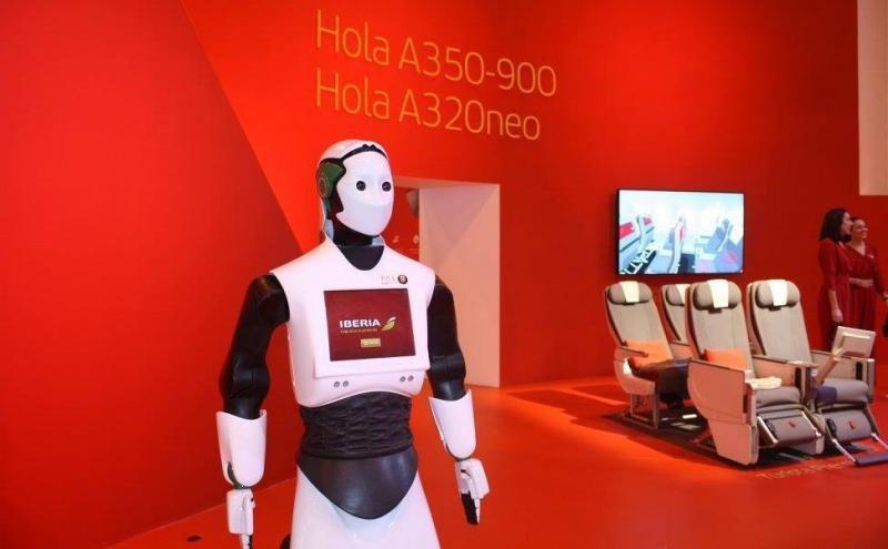 La robot O'Clock da la bienvenida a la Iberia del futuro