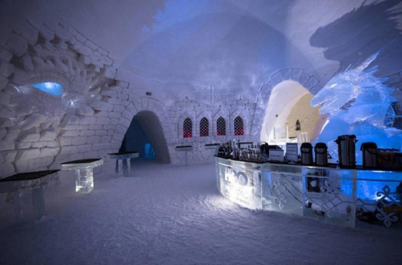Cada estancia cuenta con una figura de hielo relacionada con la serie