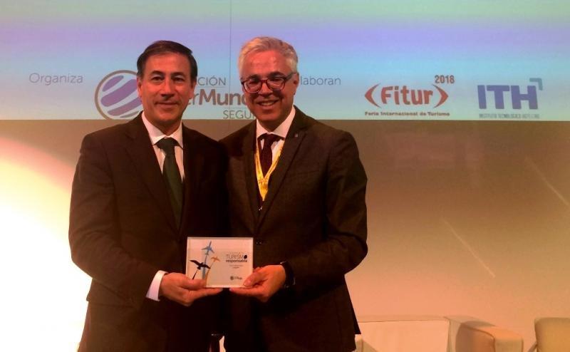 El director general de Turismo, Octavi Bono, y el director de la Agencia Catalana de Turisme (ACT), Xavier Espasa, recogieron el galardón que reconoce el trabajo hecho por el turismo accesible en Cataluña.