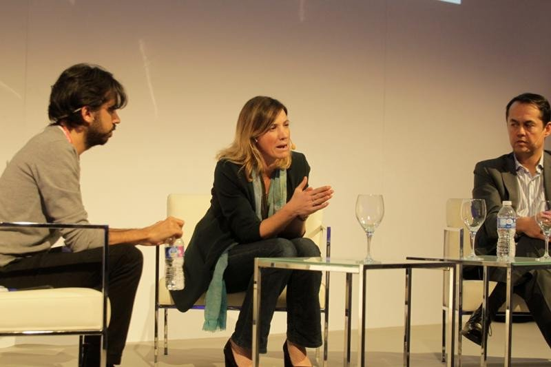 De izq. a dcha, Juan Daniel Núñez, de Smart Travel News; Sara Pavan, de Amadeus Ventures; y Alex Preukschat, de Blockchain España, en el debate celebrado en #techYfuturo.