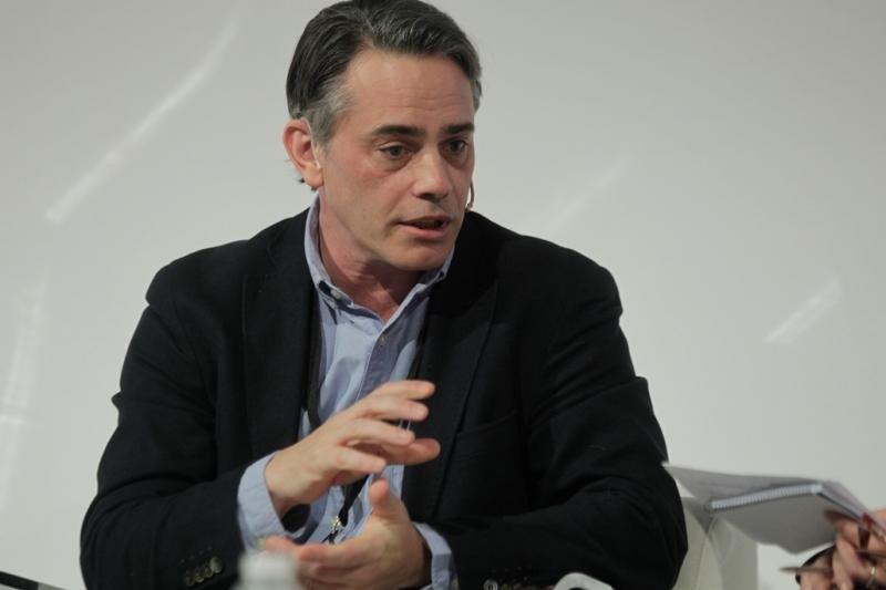David Sáez, responsable de Turismo en Facebook, durante la entrevista en directo en Fiturtech con Lilián Aguirre, directora de EFETur.