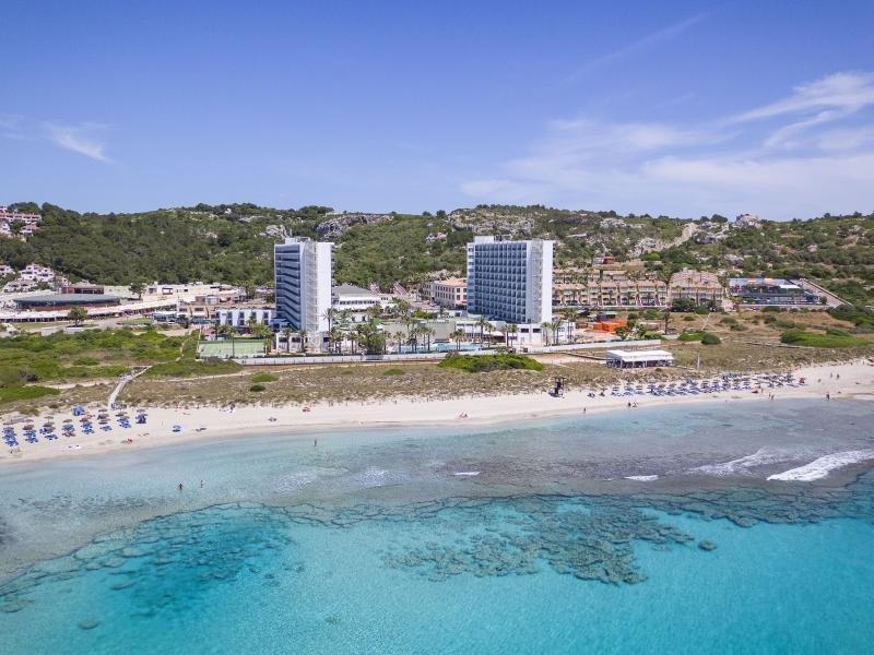 Meliá accede a rebajar la altura de los hoteles de Son Bou, en Menorca