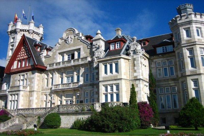 El Palacio de la Magdalena y los hoteles fueron las sedes de la mayoría de las reuniones profesionales.