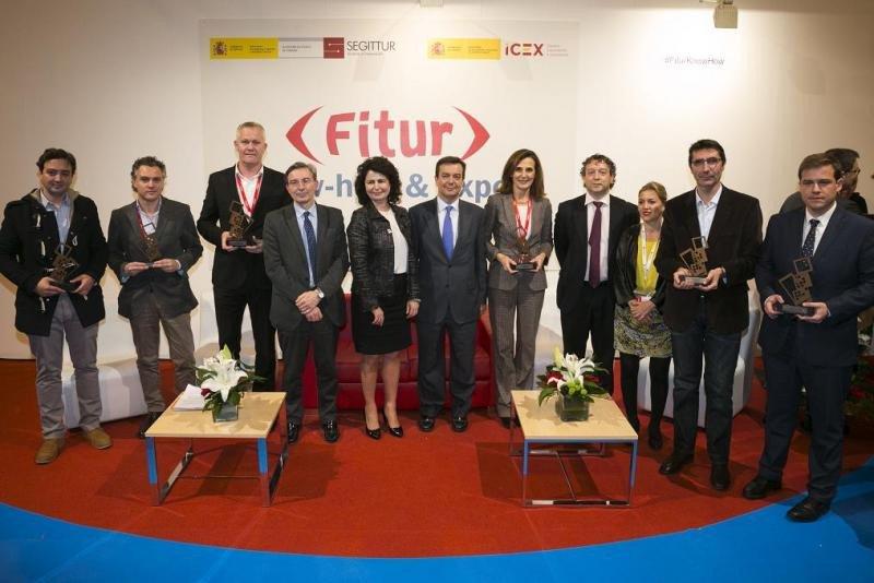 Los premiados con The App Tourism Awards 2018, acompañados del presidente de Segittur, Fernando de Pablo Martín; la secretaria de Estado Matilde Asián; y el consejero delegado del ICEX, Francisco Javier Garzón.
