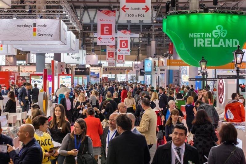 Visitantes en la feria IBTM World, dedicada al turismo de congresos, convenciones y eventos, que se celebró en Barcelona en noviembre.