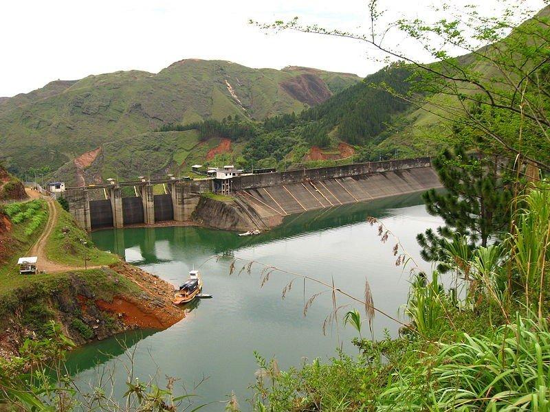 En el área de la represa de Salvajina se proyecta un embarcadero turístico.