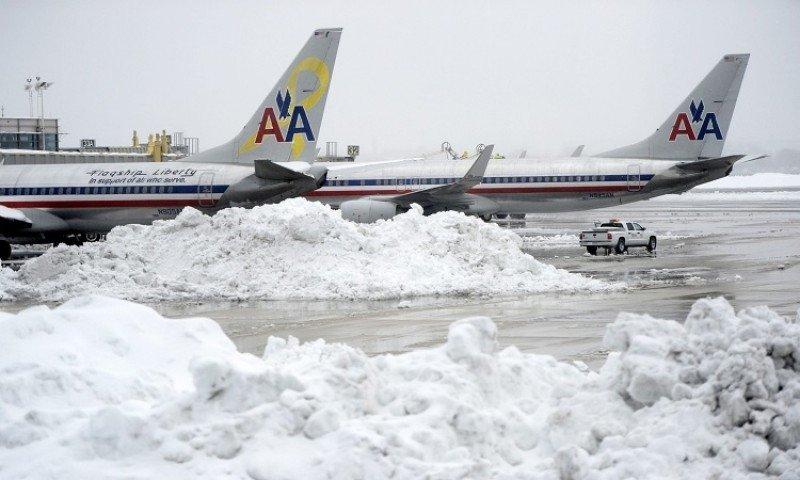 Más de 3.000 vuelos cancelados en EEUU por tormenta de nieve