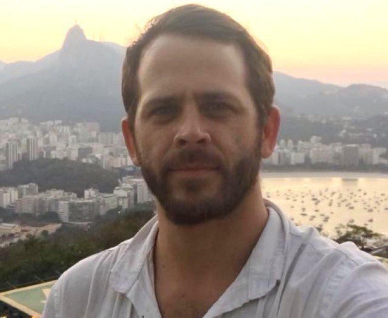 Máximo Amadeo proviene de LATAM Airlines, donde se desempeñó como Director Comercial, Gerente de Ventas en el Interior y en Buenos Aires