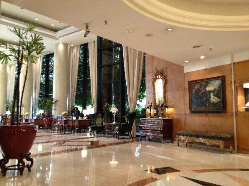 Lobby del lujoso hotel Park Tower.