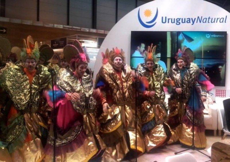 Murga en el pabellón uruguayo en Madrid.