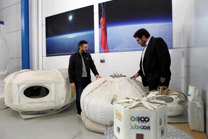 Manuel Ausaverri visitó la sede de Zero 2 Infinity en Barcelona, donde se firmó el acuerdo.