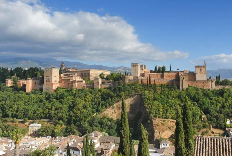 Granada se pone seria con la oferta ilegal