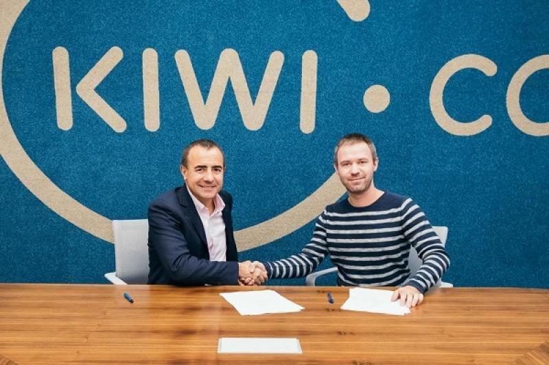 Tomeu Bennasar, CEO Logitravel Group,  y Oliver Dlouhý, CEO Kiwi.com (de izqu. a dcha.)