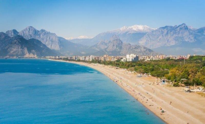 Konyaalti Beach en Antalya (Turquía). Foto: Thomas Cook blog.