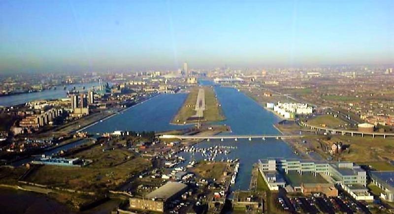 Una  bomba de la II Guerra Mundial obliga a cerrar el Aeropuerto London City (Foto: JuanGarcia~commonswiki).
