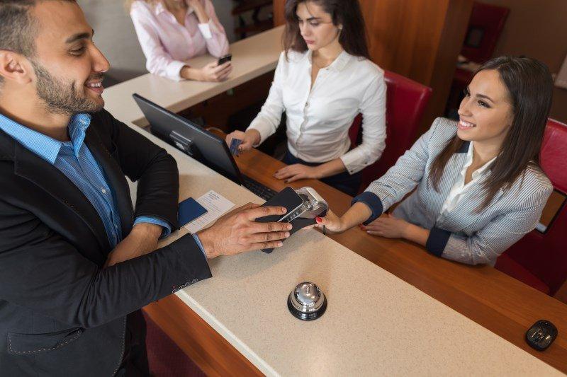 Una de las líneas de actuación del programa de formación va destinada a la mejora de la atención al cliente.