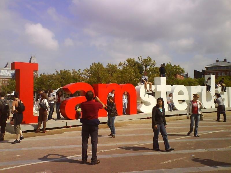Turistas en Amsterdam.