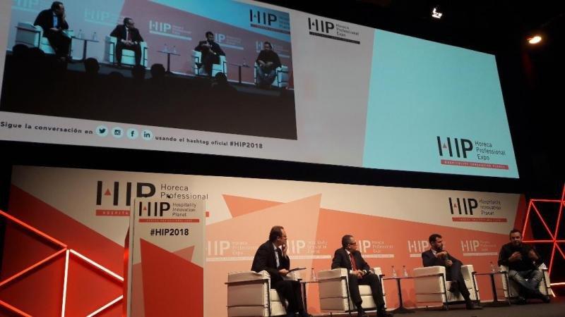 De izq. a dcha, Bruno Hallé, de Magma Hospitality Consulting; Jorge Schoenenberger, de Deloitte; Javier Serrano, de STR; y Marco Benvenuti, de Duetto.