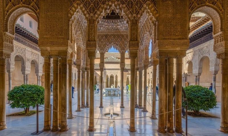 La Alhambra sigue sin encontrar un sistema racional de venta de entradas