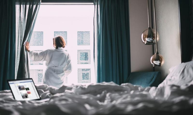 El hotelero puede diferenciarse contactando con sus potenciales huéspedes en la página donde pasan la mayor parte de su tiempo online. Imagen: Sojern.