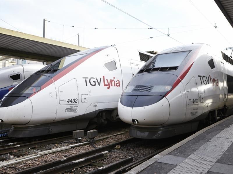 110 MILLONES DE PASAJEROS AL AÑO EN LOS TGV. Un total de 110 millones de pasajeros utilizaron en 2017 los trenes de Alta Velocidad franceses (TGV) para sus desplazamientos, una cifra que supone un aumento del 10% respecto al año anterior, aunque al mismo tiempo la puntualidad registró un descenso. En la imagen, trenes de la compañía de ferrocarriles SNCF que conectan París con Suiza.