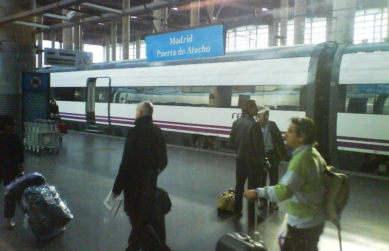 Pasajeros en la estación de Atocha.