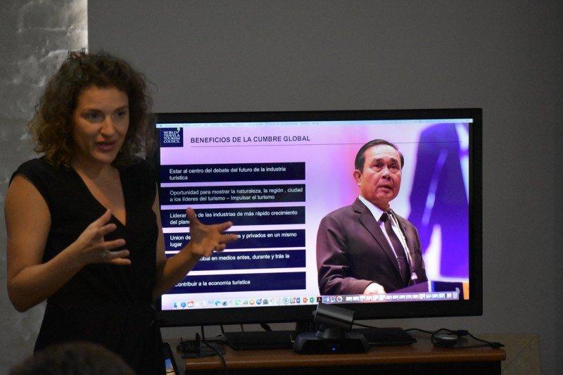Maribel Rodríguez, directora regional del WTTC durante su exposición en Montevideo.