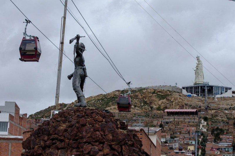 Bolivia estrena teleférico turístico con inversión de US$ 128 millones