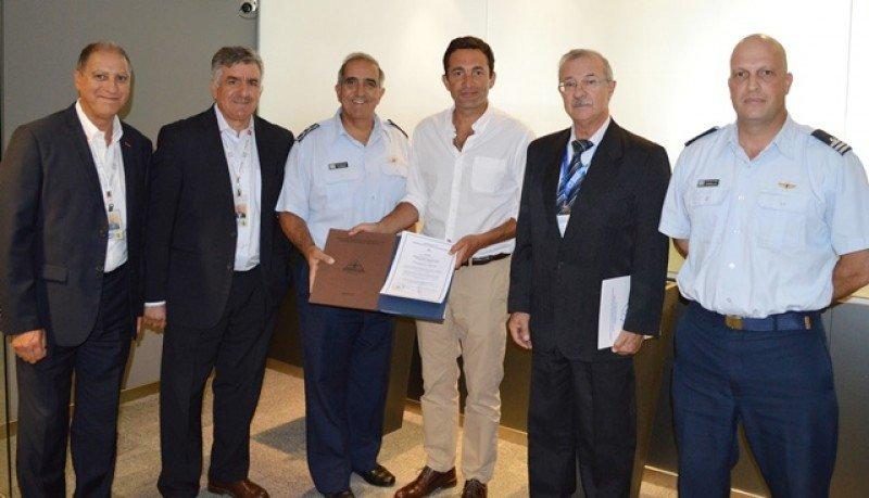 La Autoridad Aeronáutica entregó a la principal terminal aérea el Certificado de Operador de Aeródromo, garantizando así que cumple con las reglamentaciones aeronáuticas nacionales e internacionales.