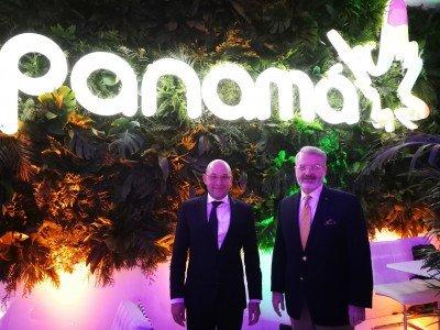 Izq a der: Gustavo Him, Director de la Autoridad de Turismo de Panamá y Milton Henríquez, embajador de Panamá en España, durante FITUR 2018