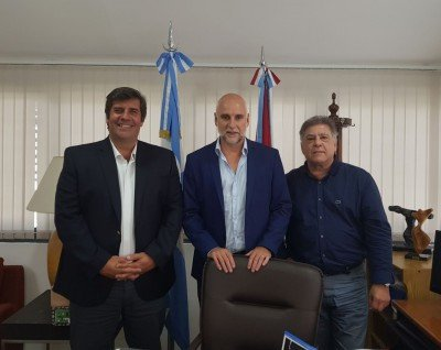 De izq a dcha: Fabricio Di Giambattista (FAEVYT); Julio Bañuelos (Agencia Córdoba Turismo) y José González (FAEVYT Regional Córdoba)
