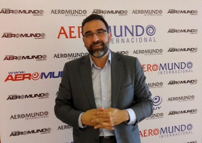 Alejandro de la Osa, director comercial de Europamundo, en la presentación junto a Aeromundo en Uruguay. Foto: J. Lyonnet.