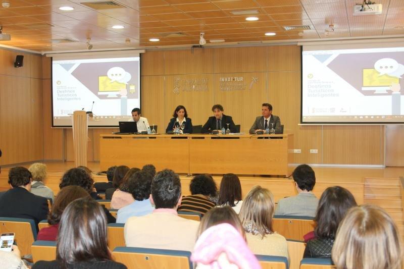 Presentación de la Oficina de Asistencia Técnica a Destinos Inteligentes en Invat.tur