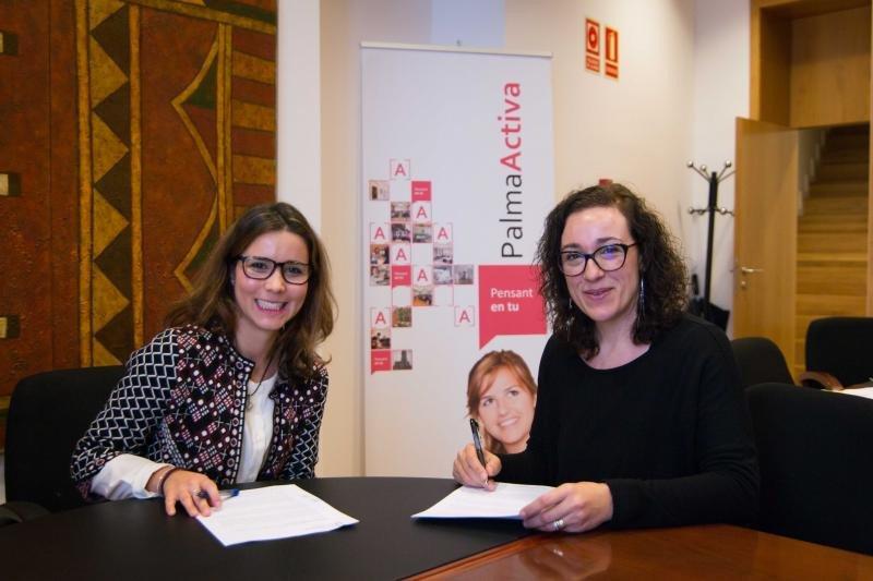 Raquel Mayoral y Joana María Adrover (de izqu. a dcha).
