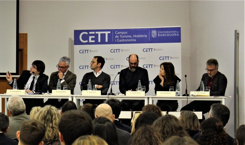 El campus CETT oganizó ayer una jornada de debate con el título 'El turismo tras los atentados de Barcelona y del 1-O. ¿Y ahora qué?'