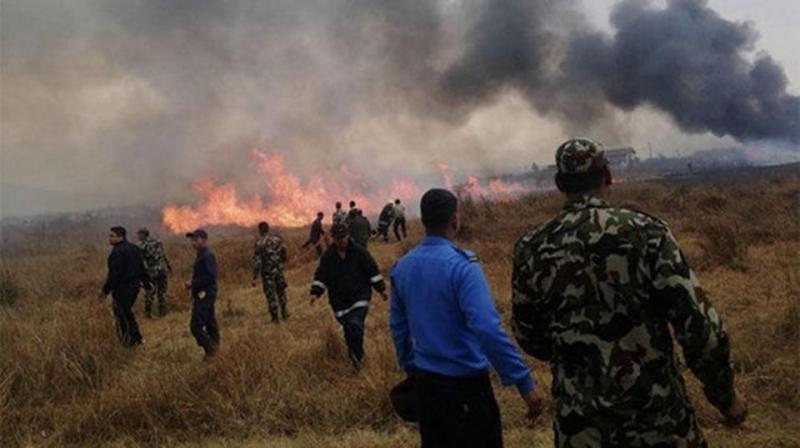 Un avión de US-Bangla Airlines se estrella al aterrizar en Katmandú (Foto: Photo: Twitter/ @Daily_Express).