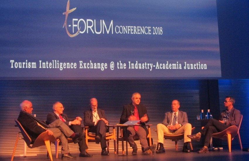 Bertomeu Serra, Geoffrey Lipman, Luis del Olmo, el moderador, Julio Batle, de la UIB; Norry McBride y Robertico Croes -ex ministro de Turismo de Aruba-.