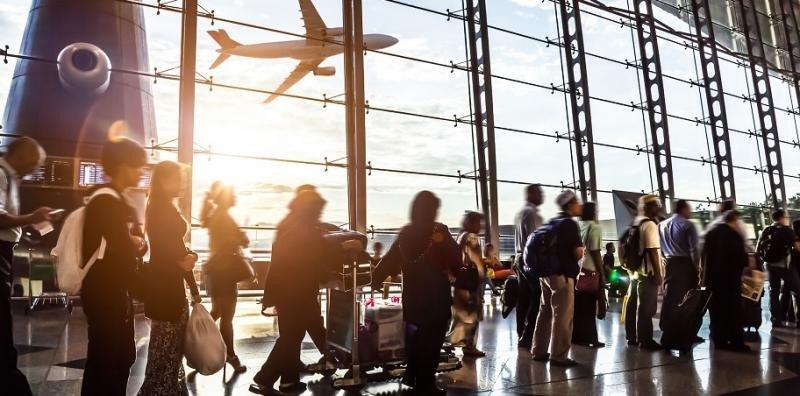 El tráfico en los aeropuertos españoles se dispara en febrero