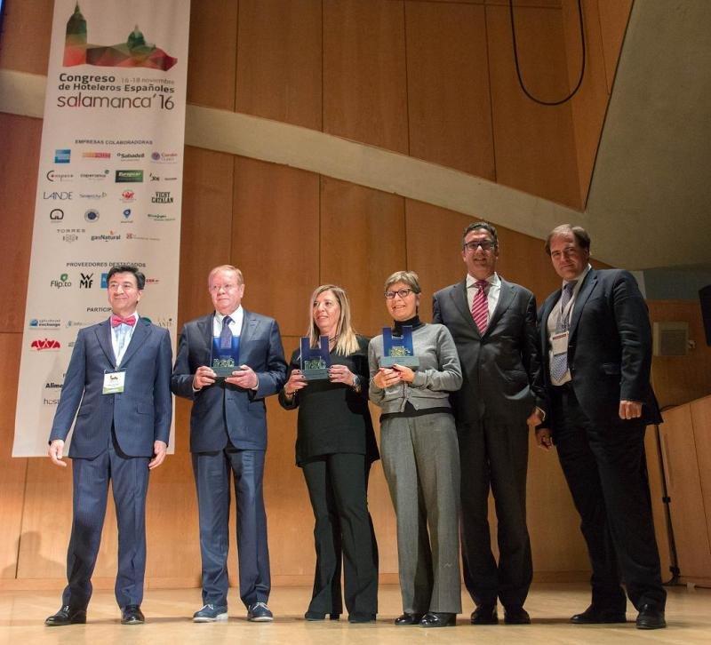 Imagen de los galardonados en la última edición de los Premios RSC Hotelera, entregados en el Congreso de Hoteleros Españoles en Salamanca.